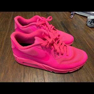 NIkeID custom hot pink air max 90 hyp.